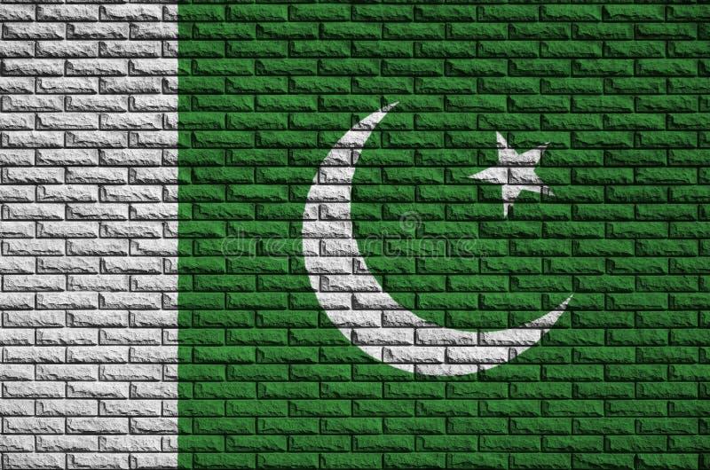 La bandiera del Pakistan è dipinta su un vecchio muro di mattoni immagine stock libera da diritti