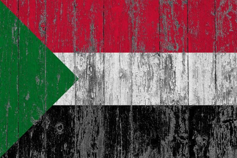La bandiera del Sudan ha dipinto fuori sul fondo di legno consumato di struttura fotografie stock libere da diritti