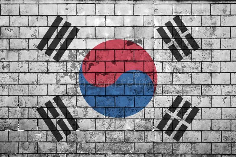 La bandiera della Corea del Sud è dipinta su un vecchio muro di mattoni illustrazione vettoriale