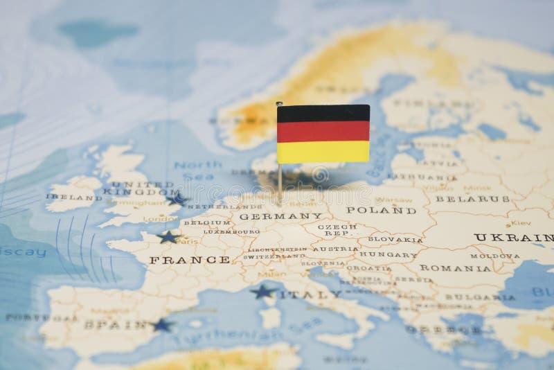 La bandiera della Germania nella mappa di mondo fotografia stock libera da diritti