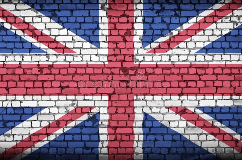 La bandiera della Gran Bretagna è dipinta su un vecchio muro di mattoni immagine stock