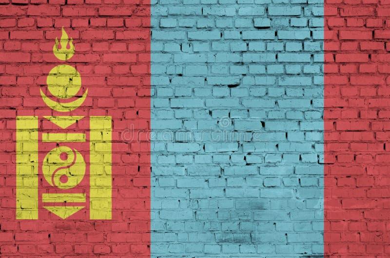 La bandiera della Mongolia è dipinta su un vecchio muro di mattoni fotografie stock