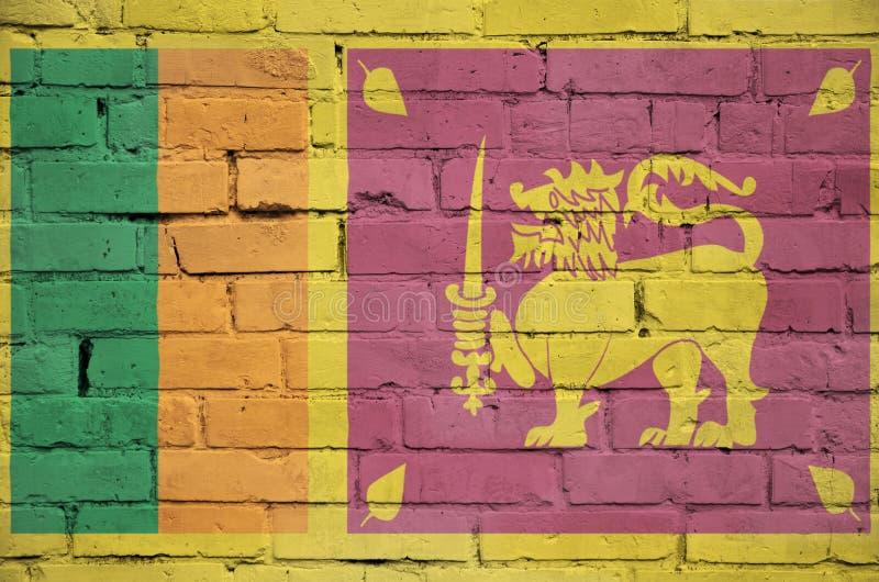 La bandiera dello Sri Lanka è dipinta su un vecchio muro di mattoni immagini stock