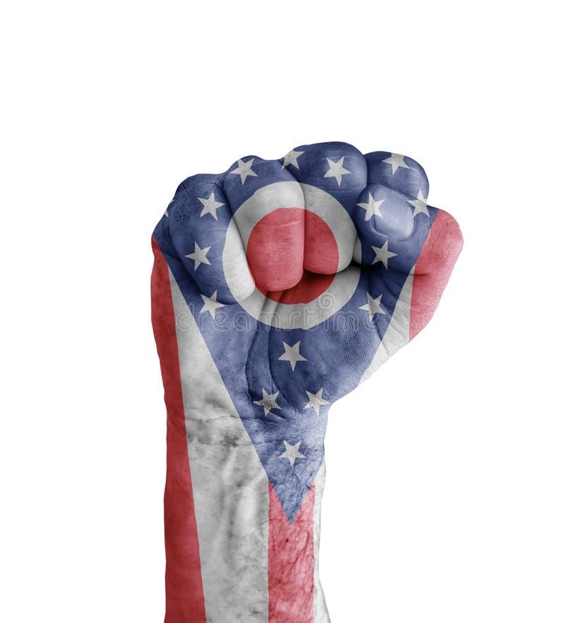 La bandiera dello stato degli Stati Uniti Ohio dipinto sul pugno umano gradisce il simbolo di vittoria royalty illustrazione gratis