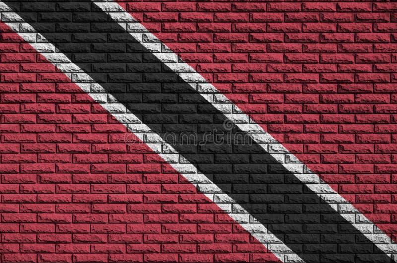 La bandiera di Trinidad e Tobago è dipinta su un vecchio muro di mattoni fotografia stock libera da diritti