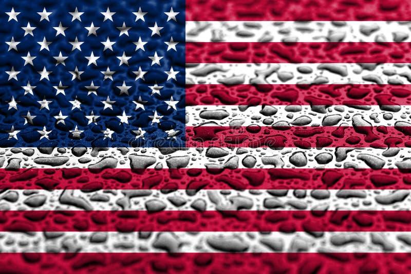 La bandiera nazionale degli Stati Uniti ha fatto delle gocce di acqua Concetto di previsione del fondo immagine stock