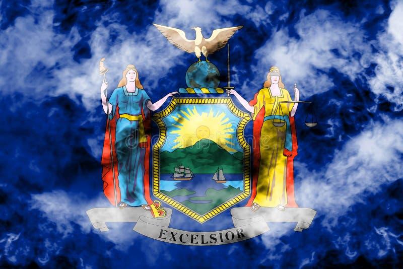 La bandiera nazionale dello stato USA New York dentro contro un fumo grigio il giorno di indipendenza nei colori differenti di ro illustrazione vettoriale