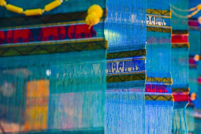 La bandiera in Tailandia del Nord, la chiamata Tung, Tung della gente tailandese ha composto dal tessuto di cotone, fine di Tung fotografia stock