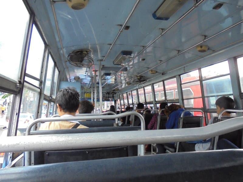 La Bangkok-Tailandia: La gente sul bus fotografie stock
