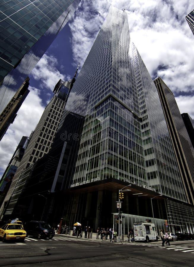 La Bank of America la torre En un parque de Bryant fotografía de archivo libre de regalías