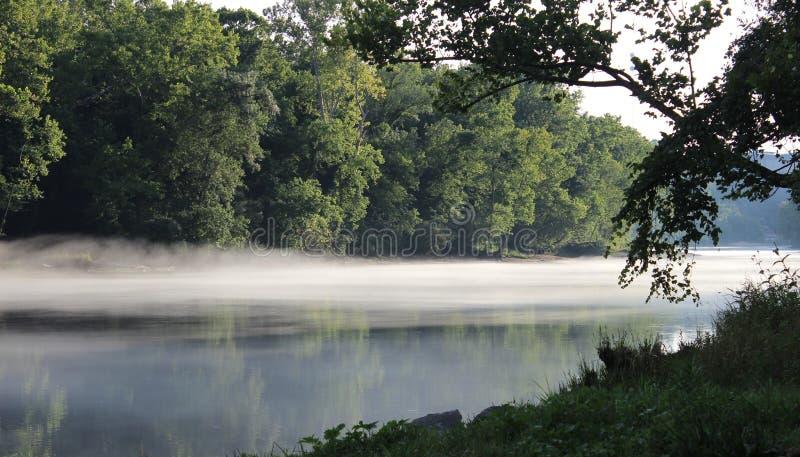 La banque de la rivière Arkansas à Murray Lock et au barrage - 5 photos stock