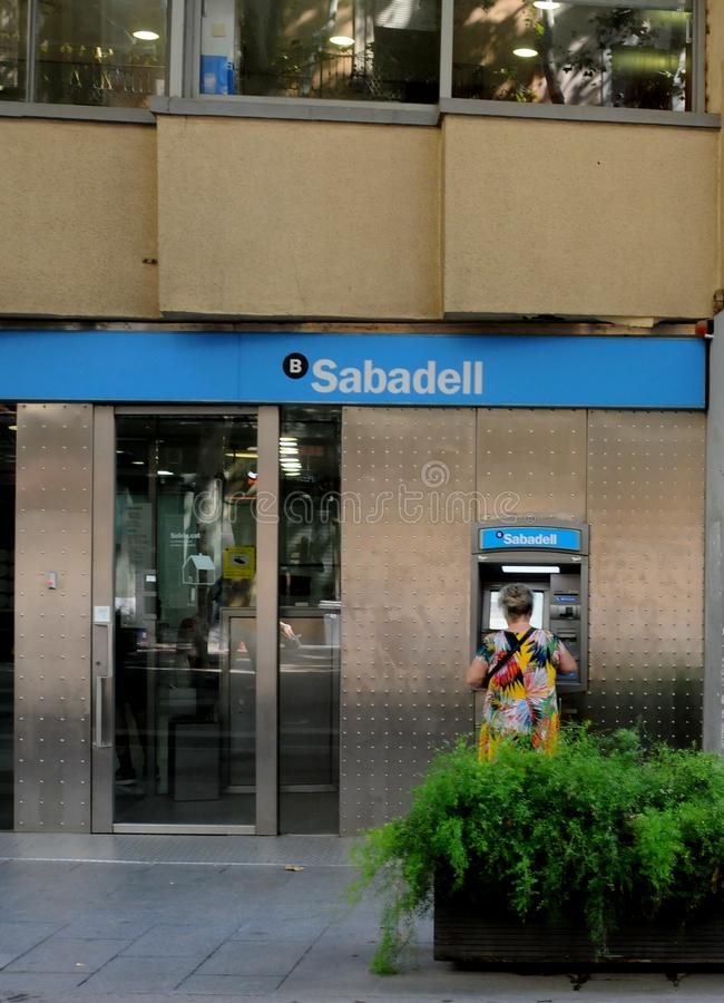 La BANQUE de SABADELL ET LA BANQUE de bbva à Barcelone Espagne images libres de droits