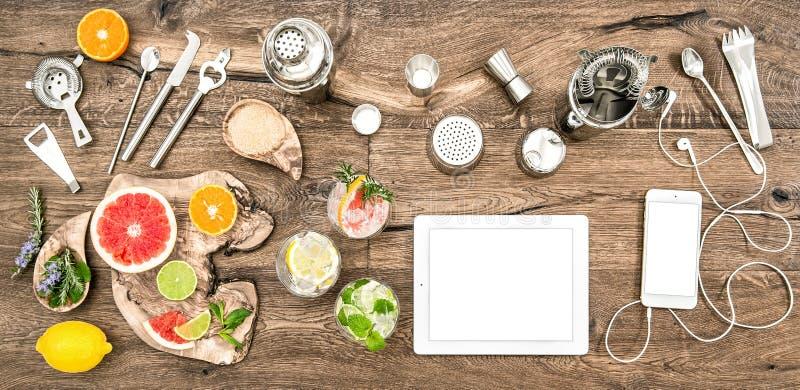 La barre de bureau de blogger de nourriture usine des appareils électroniques d'accessoires image libre de droits