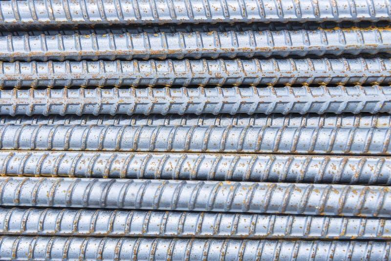 La barre de déformer, l'acier déforment la pile de barre photographie stock