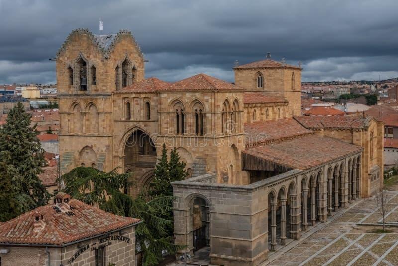 La basílica de los Santos Hermanos Martires, Vicente, Sabina y Cristeta, más conocido como basílica de San Vicente, Ávila, Castil fotografía de archivo