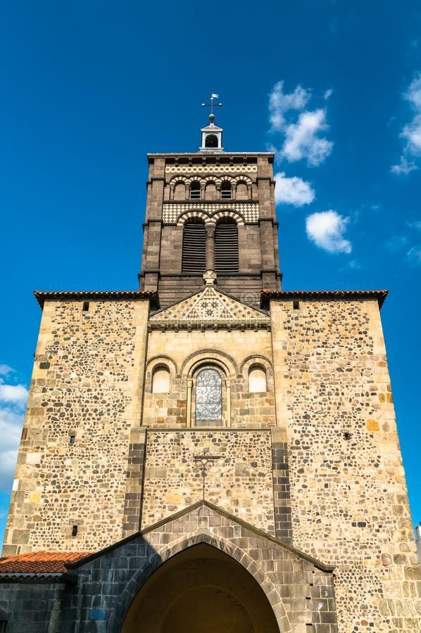 La basílica de Notre-Dame du Port en Clermont-Ferrand, Francia imagenes de archivo