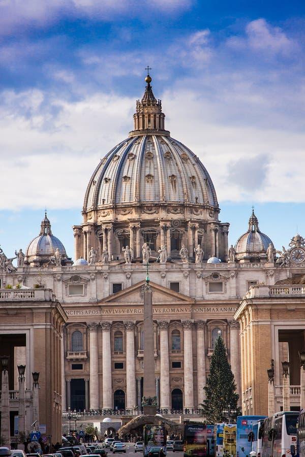 La basílica de San Pedro en la Ciudad del Vaticano en Roma, Italia. foto de archivo libre de regalías