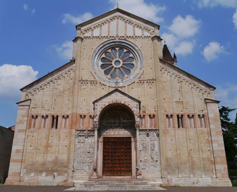 La basílica de San Zeno en Verona en Italia fotos de archivo