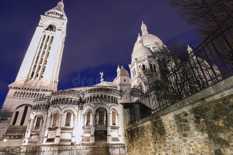 La basílica famosa Sacre Coeur en la noche, París, Francia imagen de archivo libre de regalías