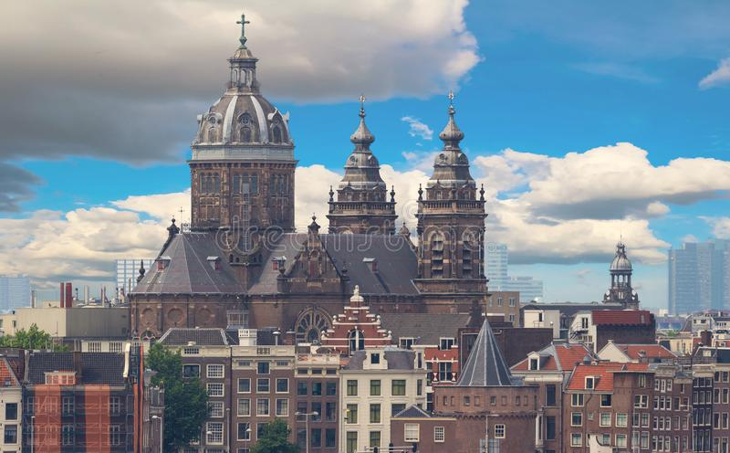 La basilica di San Nicola è situata nel vecchio distretto del centro di Amsterdam, Paesi Bassi immagine stock libera da diritti