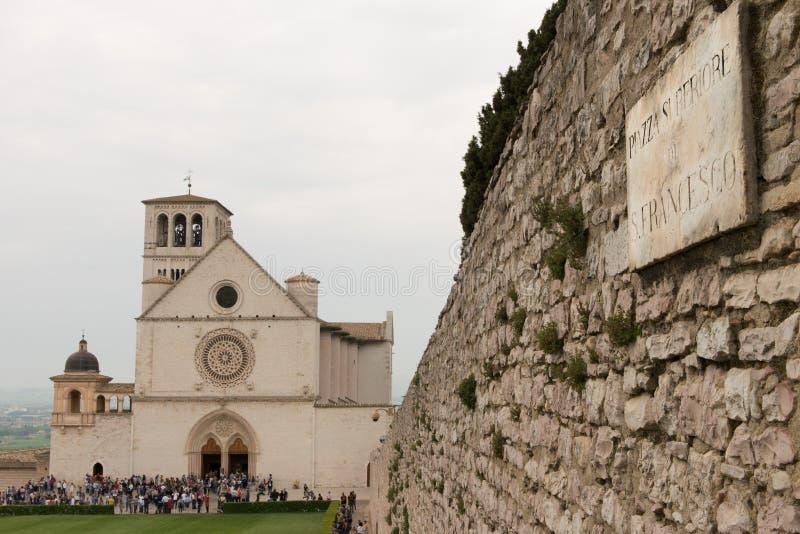 La basilica di St Francis di Assisi in Piazza Superiore di San Francesco, Assisi, Umbria fotografie stock