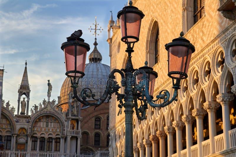 La basilica di St Mark alla piazza San Marco St Quadrato del contrassegno, Venezia, Italia fotografia stock libera da diritti