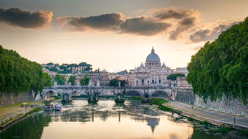 La basilica di St Peter a Roma, Italia immagini stock