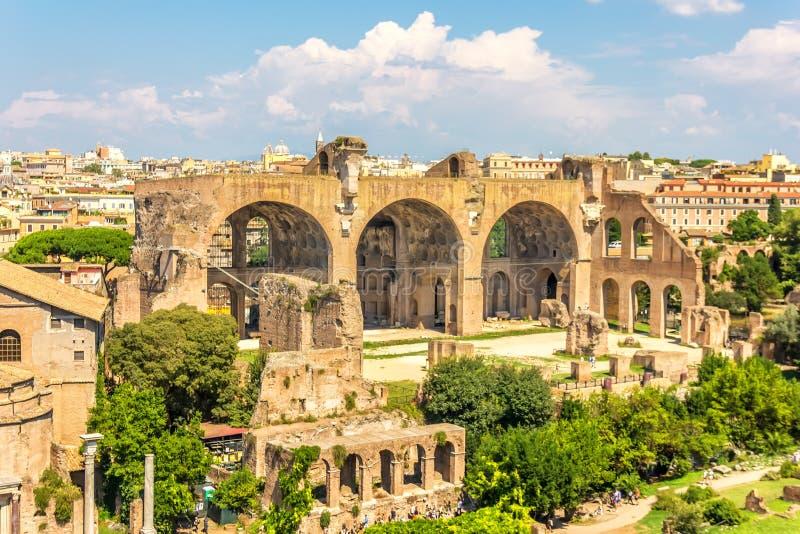 La basilique de Maxentius et de Constantine dans le forum romain photo libre de droits