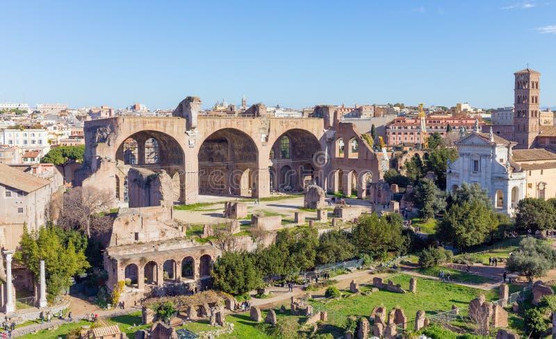 La basilique de Maxentius et de Constantine dans Roman Forum, Rome, Italie photographie stock
