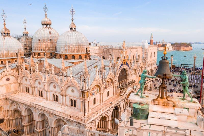 La basilique de St Mark au-dessus de la place de San Marco photographie stock libre de droits