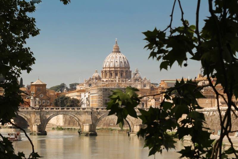 La basilique di San Pietro à Rome images stock