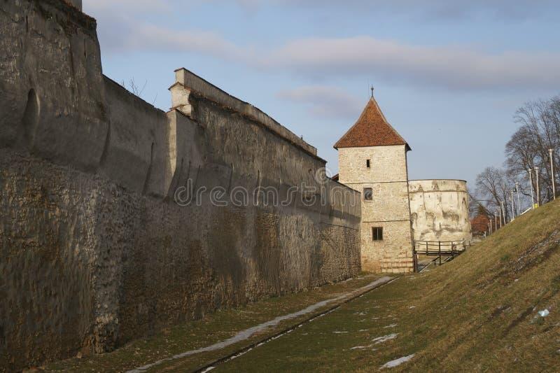 La bastion Bastionul Postavarilor de Drapers et les défenses dominent, Brasov, Roumanie photo stock