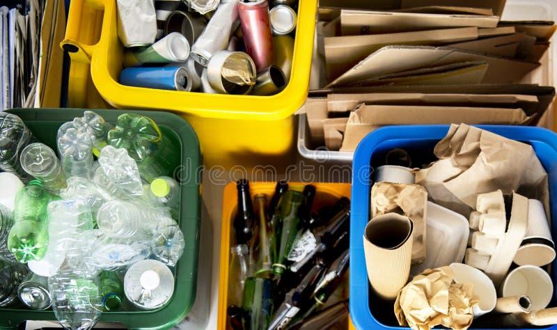 La basura para recicla y reduce el ambiente de la ecología imagen de archivo libre de regalías