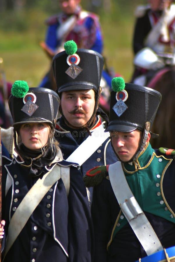 La bataille est terminée Défilé de Reenactors à la reconstitution historique de bataille de Borodino en Russie photo stock