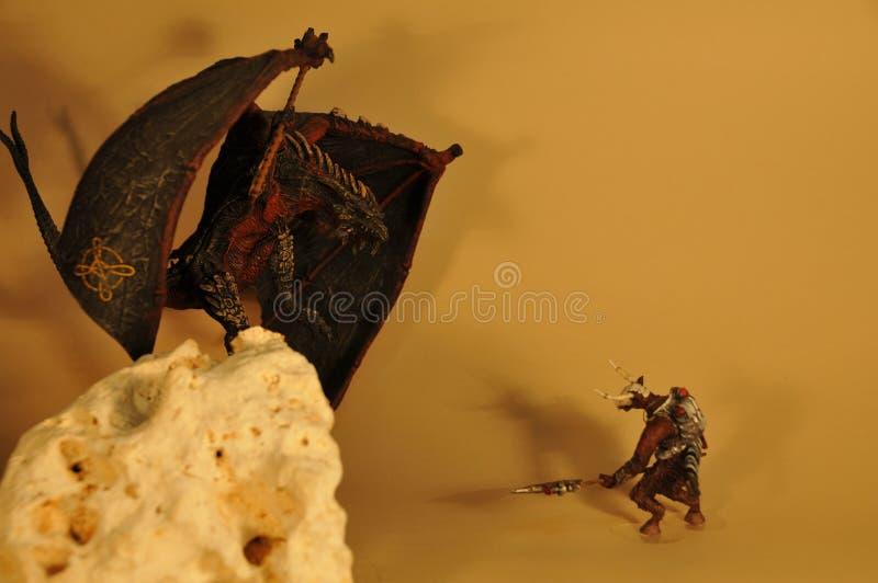 La batalla del dragón y el minotaur modelan fotos de archivo