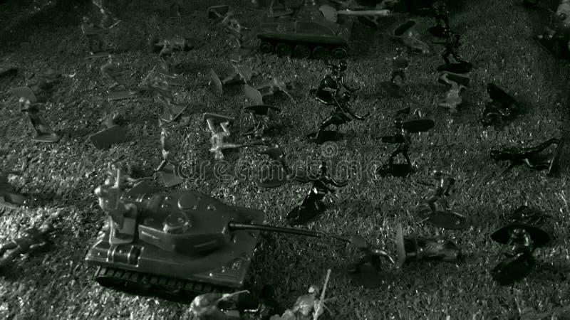 La battaglia della seconda guerra mondiale, i Russi che combattono i tedeschi, l'attacco dei soldati russi e carri armati contro  immagini stock
