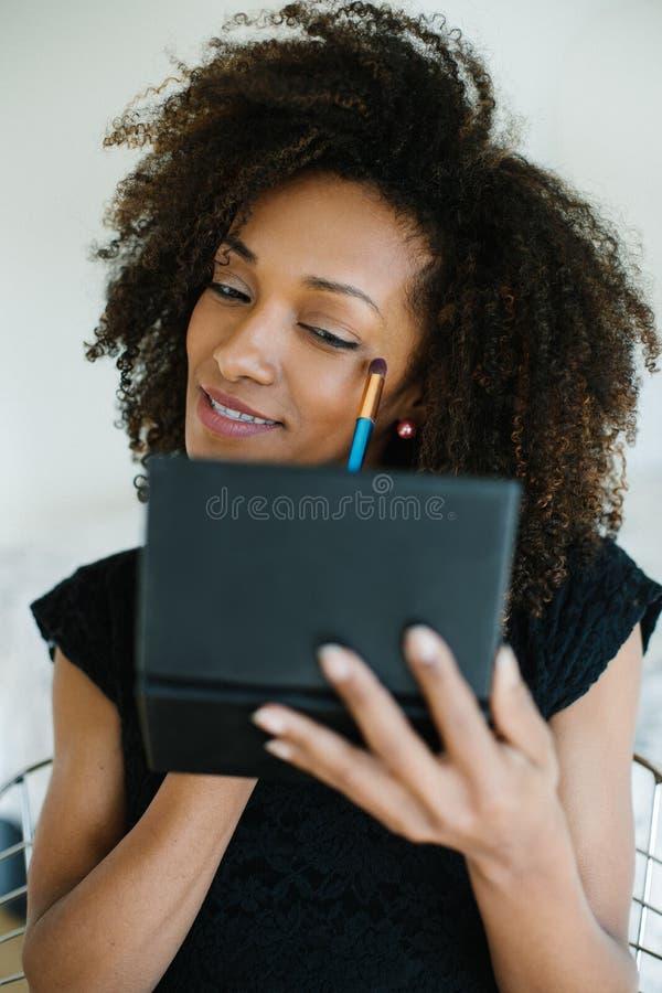 La beauté de femme de couleur composent image stock