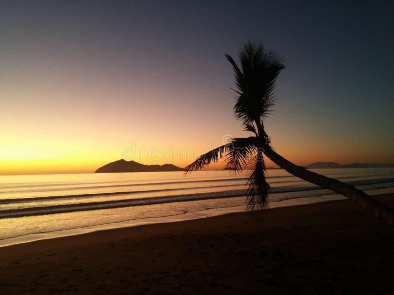 La beauté naturelle du mode de foyer de coucher du soleil photographie stock libre de droits