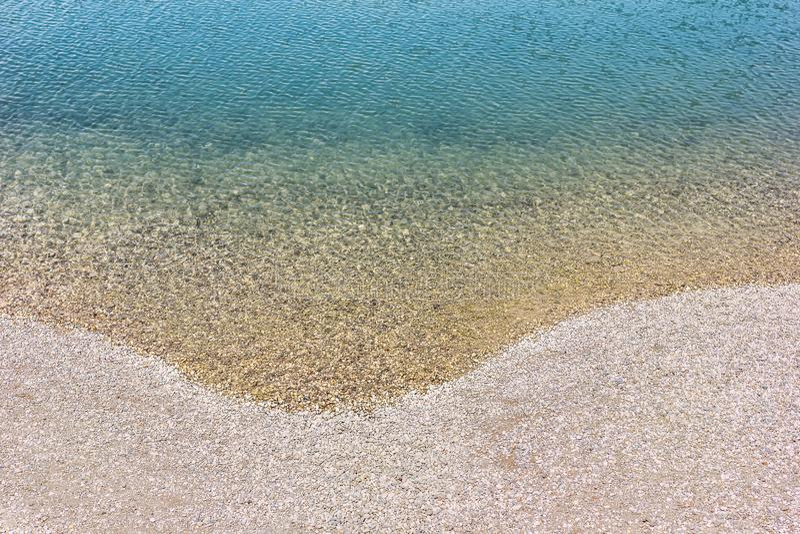 La beaux eau et Pebble Beach de turquoise photographie stock