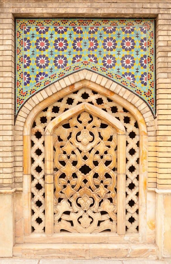 La beaux vieux mosaïque et marbre de peinture décorés ont treillagé le vent image stock