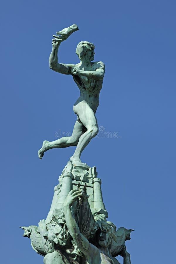 La Belgique, Anvers, le 17 mars 2016, statue de Brabo jetant le h photographie stock