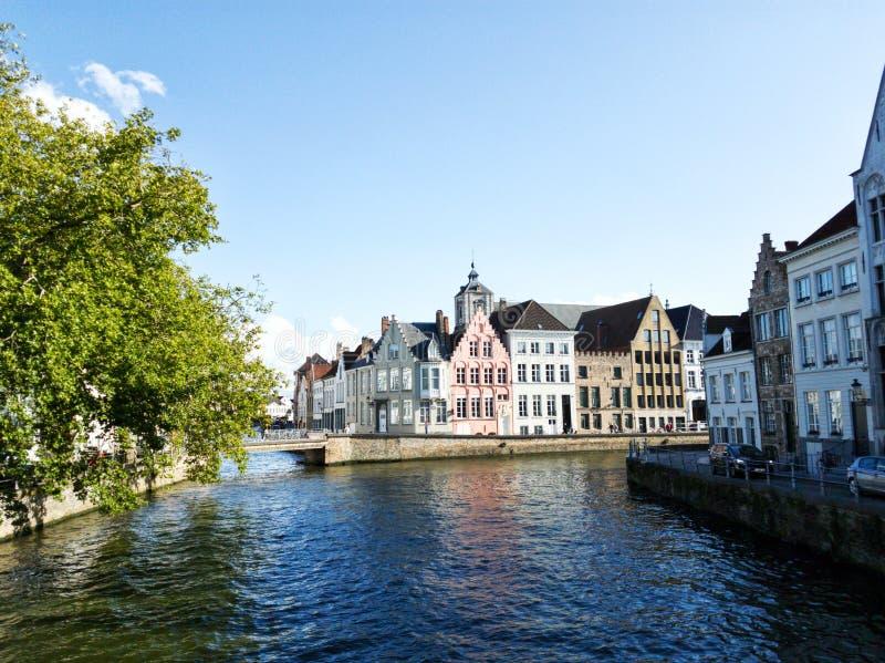 La bella architettura di Bruges ha catturato un giorno soleggiato fotografia stock libera da diritti