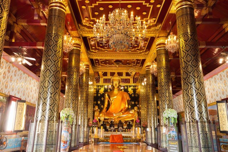 La bella arte tailandese famosa, conosciuta intorno alla statua dorata di Buddha del mondo in tempio della Tailandia immagine stock