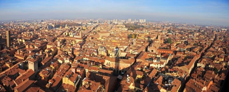 La bella città di Bologna, Italia da sopra fotografie stock