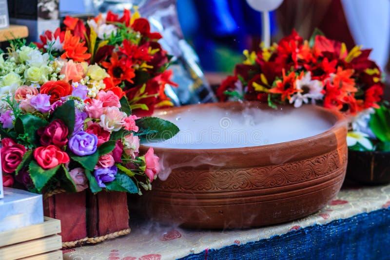 La bella decorazione nel negozio della stazione termale con i fiori artificiali e si asciuga immagine stock libera da diritti