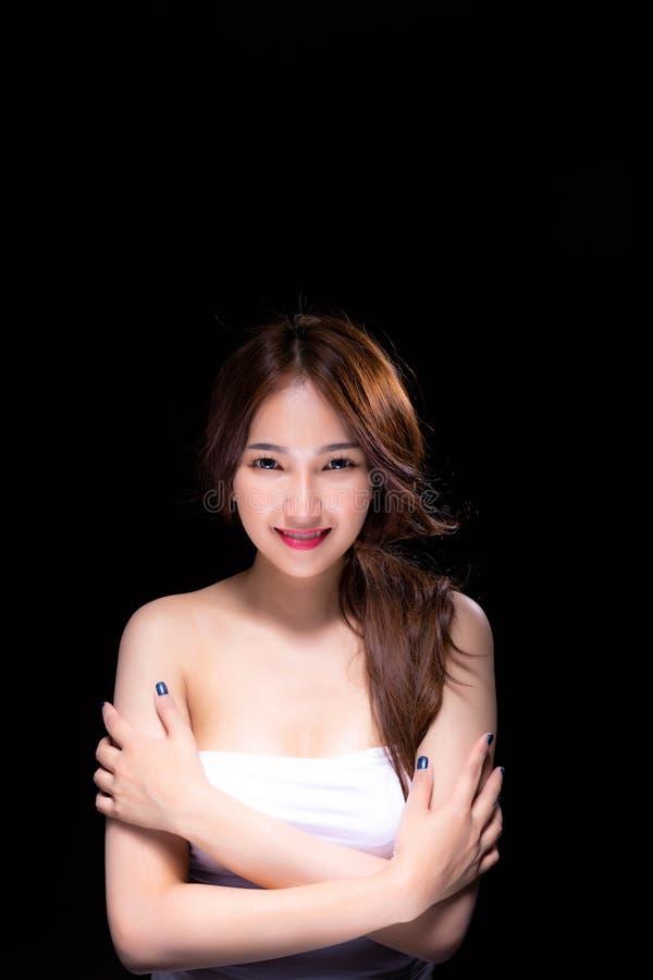 La bella donna attraente ha il bello fronte e pelle piacevole Cha immagine stock libera da diritti