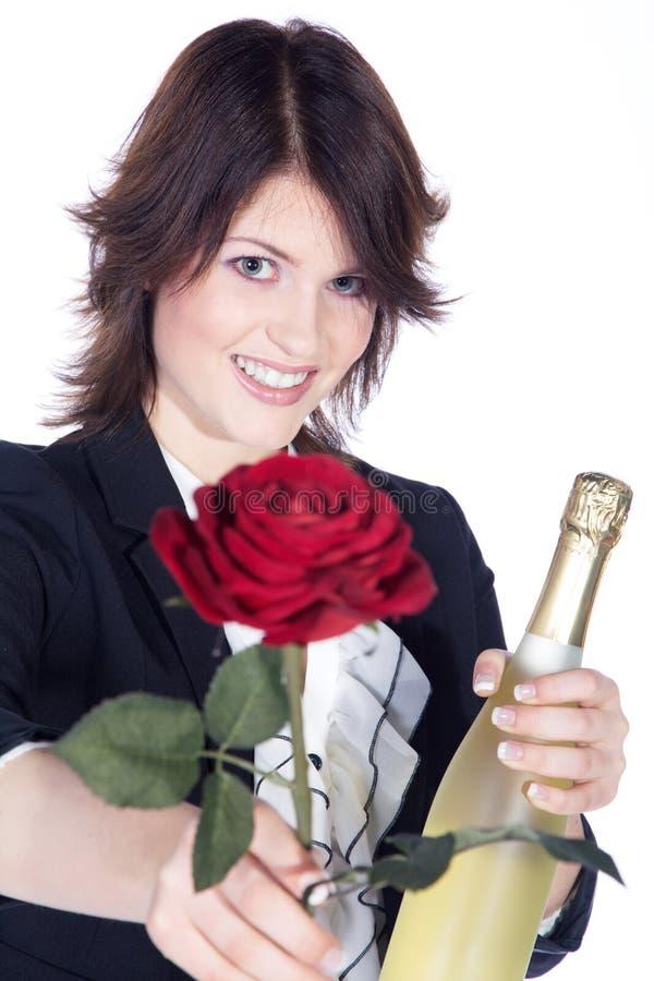 La bella donna con champagne ed è aumentato immagini stock libere da diritti