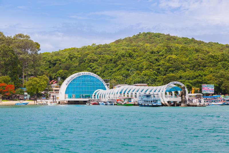 La bella entrata dell'isola di Samet a cui dia il benvenuto a per tutti gli straniero e gente tailandese fotografia stock