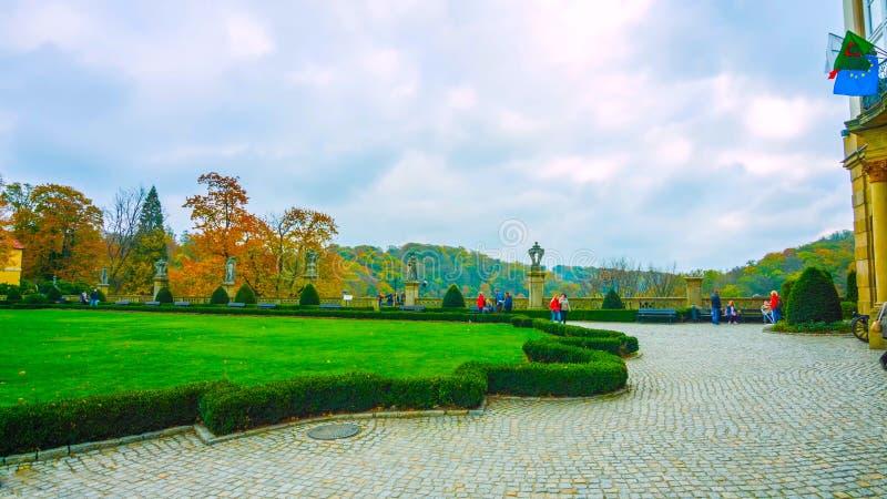 La bella molla in Polonia del Nord - in un piccolo villaggio - sopra le montagne - gennaio 2019 fotografie stock libere da diritti