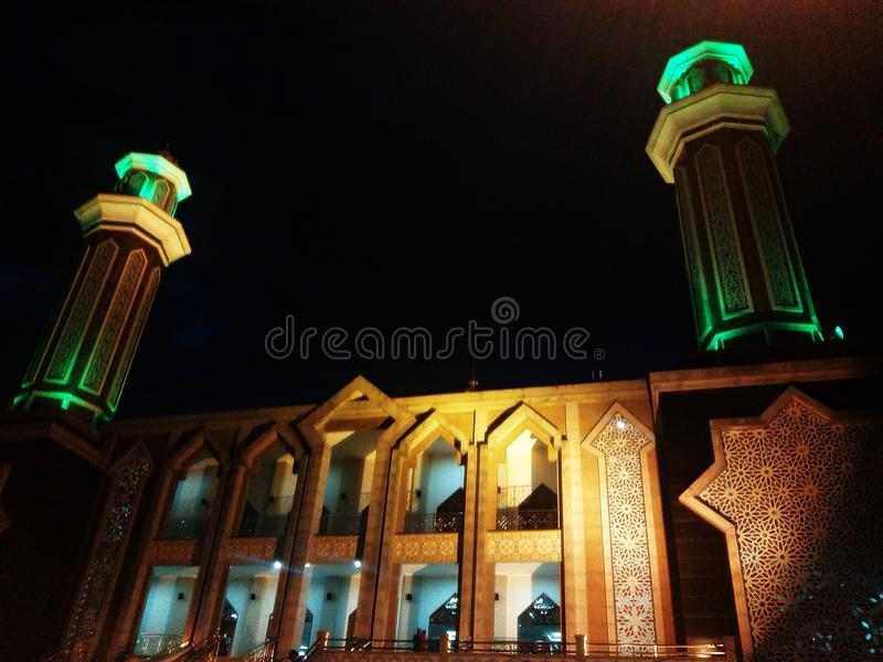La bella moschea a Balikpapan, Indonesia fotografia stock libera da diritti